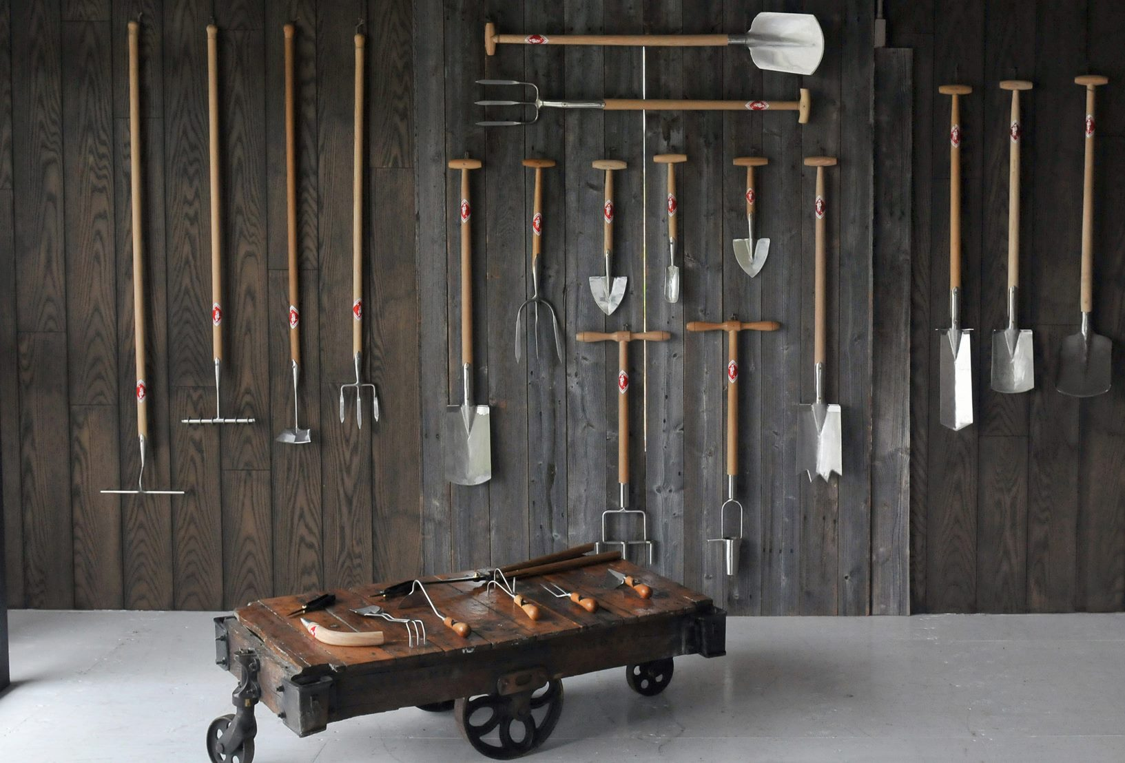 хранение садового инструмента в зимний период